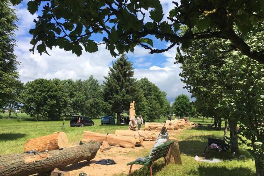 деревянные-скульптуры-для-Клецка