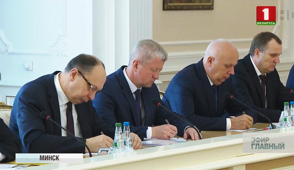 В пятницу Александр Лукашенко провел большое совещание с руководителями регионов