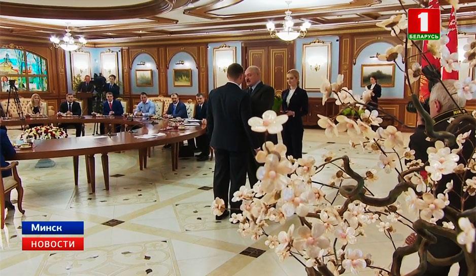 Во Дворце Независимости Президент чествовал сборную Беларуси по тяжелой атлетике