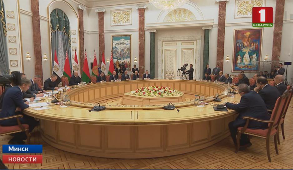 На принципах равноправия, взаимного уважения и доверия строятся отношения официальных Минска и Каира