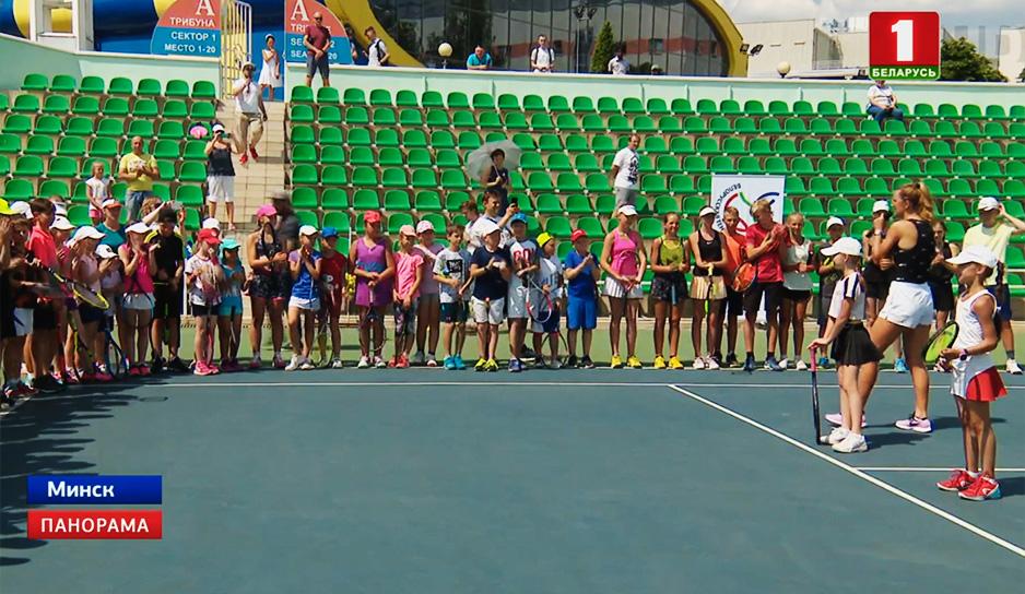 Виктория Азаренко провела мастер-класс для юных игроков.jpg