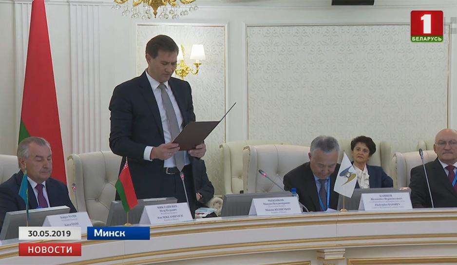 Президент встретился с международными судьями