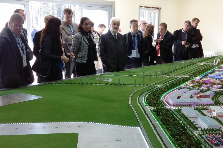 Участники-инвестфорума-в-Великом-камне_900.jpg