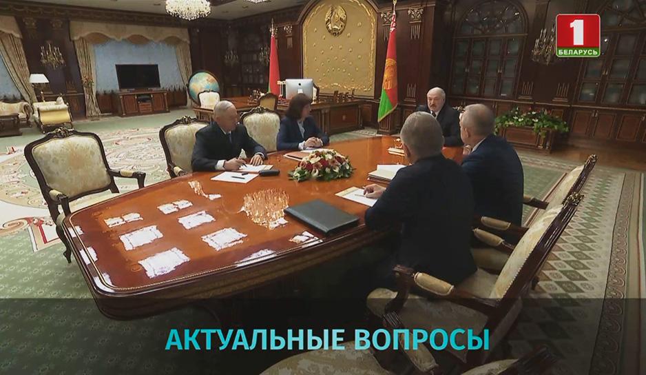Насущные вопросы экономики и политики обсудили на совещании у Президента