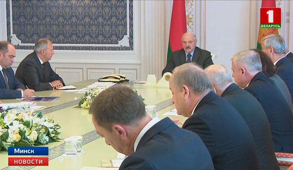 Александр Лукашенко провел совещание с экономическим блоком правительства.jpg