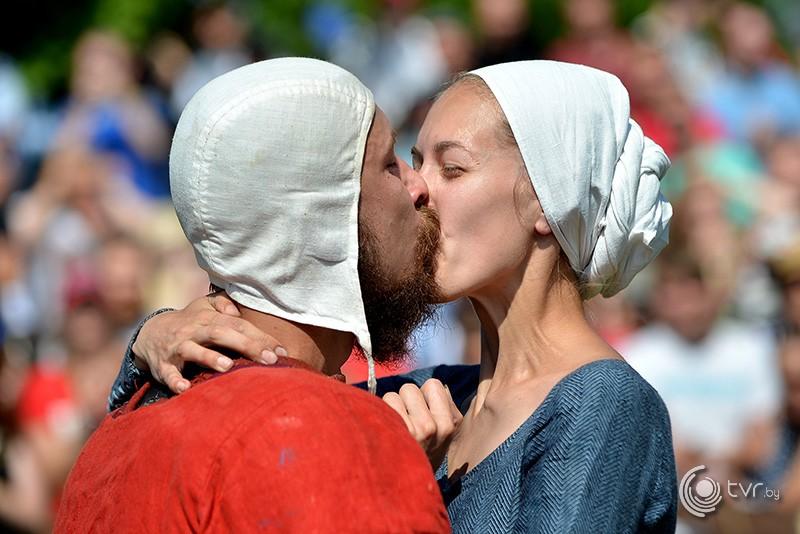Рыцарь делает предложение своей даме