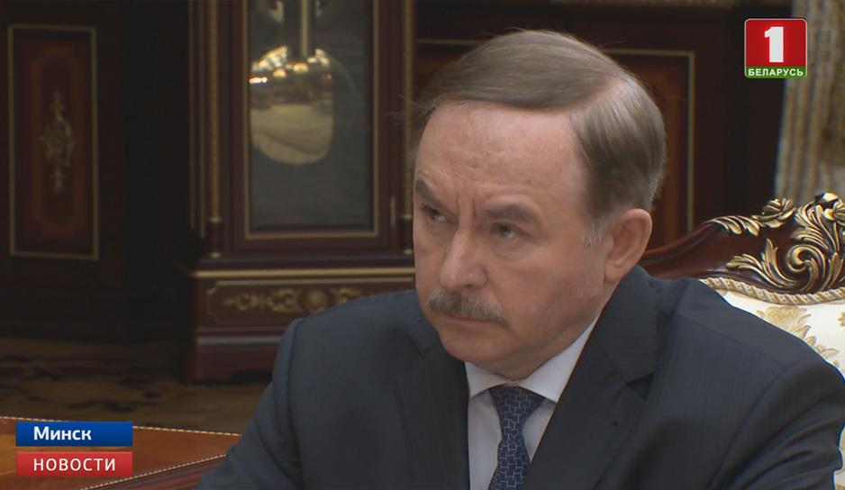 Александр Лукашенко принял с докладом управделами Президента Виктора Шеймана