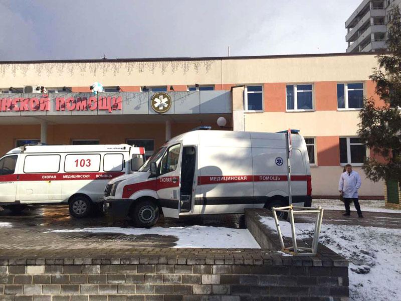 Троих пострадавших во время ЧП в Скиделе перевозят на реанимобилях в Республиканский ожоговый центр в Минск в сопровождение ГАИ