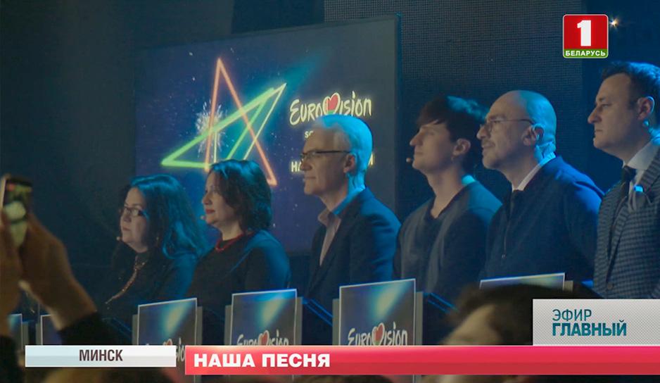 Семь экспертов находились прямо на сцене.jpg