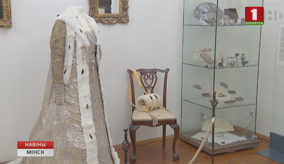 Более 200 дамских аксессуаров в экспозиции художественной галереи Михаила Савицкого