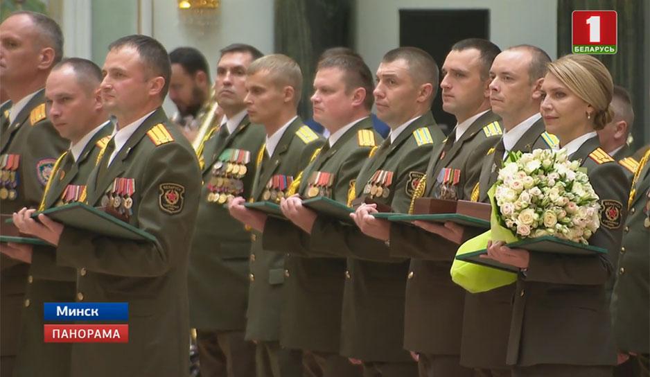 Во Дворце Независимости элита силового блока Беларуси принимала поздравления Александра Лукашенко.jpg