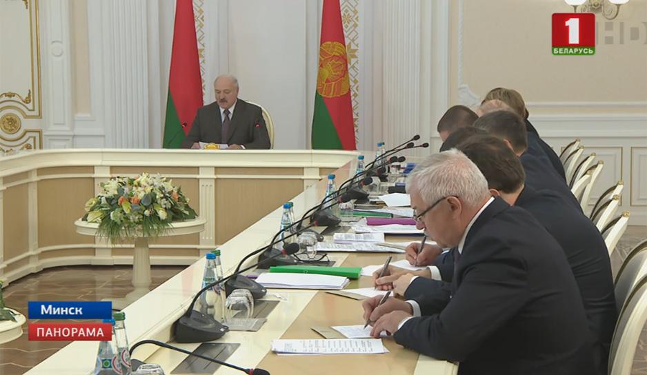 Президент провел совещание с руководителями регионов и представителями гражданского общества