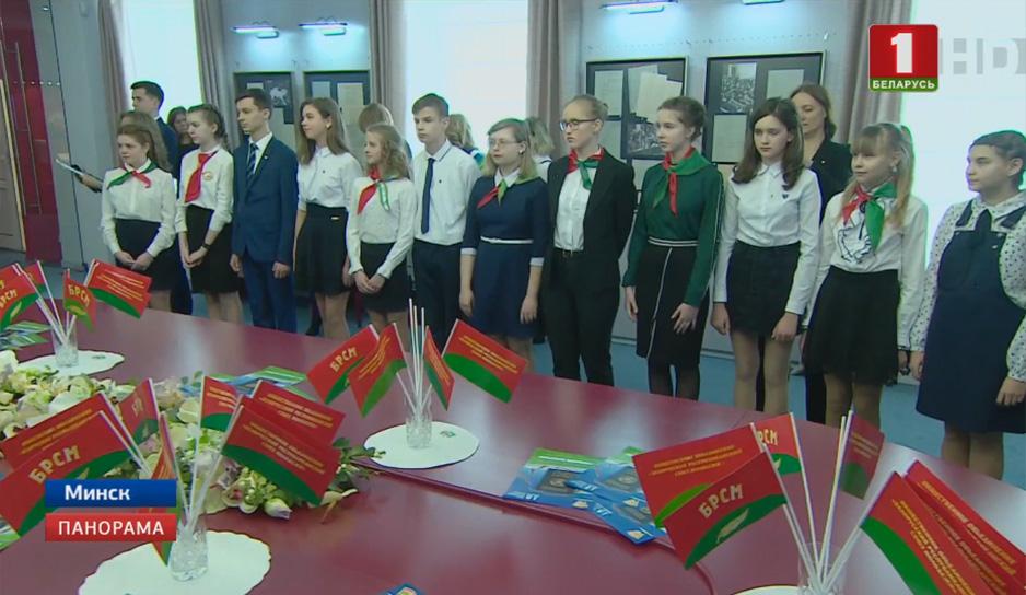 В разных уголках Беларуси свой первый паспорт получили 3 тысячи 300 граждан