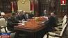 Александр Лукашенко намерен в ближайшее время отреагировать на ряд заявлений в СМИ и Интернете Аляксандр Лукашэнка мае намер у найбліжэйшы час адрэагаваць на шэраг заяў у СМІ і Інтэрнэце