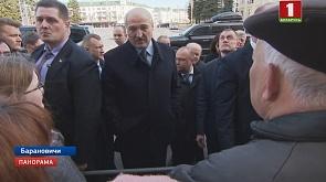 Александр Лукашенко пообщался с жителями Барановичей Аляксандр Лукашэнка пагутарыў з жыхарамі Баранавіч Alexander Lukashenko talks to the residents of Baranovichi