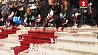 Экоактивисты разлили в центре Парижа 300 литров бутафорской крови  Экаактывісты разлілі ў цэнтры Парыжа 300 літраў бутафорскай крыві