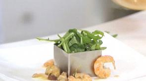 """Салат фламбе с креветками во французском стиле и луковый суп """"Гратине"""""""