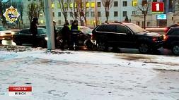 На улице Орловской в Минске столкнулись 5 автомобилей  На вулiцы Арлоўскай у Мінску сутыкнуліся 5 аўтамабіляў