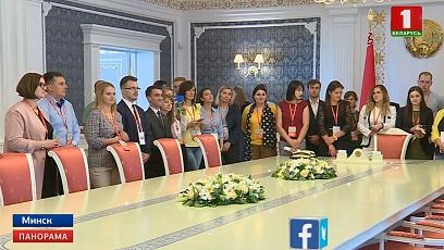 """Участники форума """"ТЕМП"""" посетили с экскурсией Дворец Независимости"""