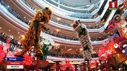 Жители Китая встретили первый день нового года Жыхары Кітая сустрэлі першы дзень новага года China celebrates first day of New Year