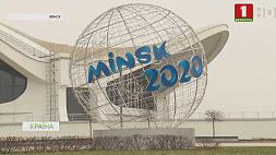 В Минске завершают новогоднее украшение улиц
