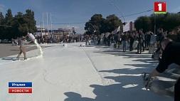 Итальянские фермеры уничтожили десятки литров молока в знак протеста Італьянскія фермеры знішчылі дзясяткі літраў малака ў знак пратэсту
