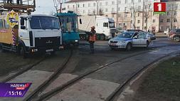 Трамвайное движение было парализовано сегодня утром в Минске из-за аварии  Трамвайны рух быў паралізаваны сёння раніцай у Мінску з-за аварыі