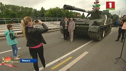 Импровизированная выставка военной техники прошла на проспекте Машерова