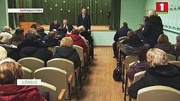 Парламентарии активно проводят встречи с населением в своих округах Парламентарыі актыўна праводзяць сустрэчы з насельніцтвам у сваіх акругах