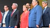 Канцлера Германии Ангелу Меркель забросали помидорами  Канцлера Германіі Ангелу Меркель закідалі памідорамі