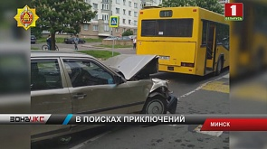 Водитель на Mercedes повредил три машины на стоянке  на улице Бурдейного