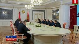 А.Лукашенко: Мы обязательно должны, сохранив независимость и суверенитет, улучшить жизнь наших людей А. Лукашэнка: Мы абавязкова павінны, захаваўшы незалежнасць і суверэнітэт, палепшыць жыццё нашых людзей Head of state makes a number of important personnel decisions