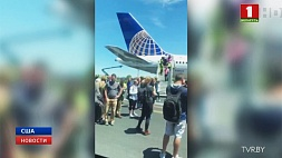 В аэропорту Ньюарк пассажирский самолет выехал за пределы взлетно-посадочной полосы