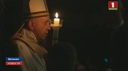 Тысячи верующих этой ночью пришли  в базилику Святого Петра в Ватикане Тысячы вернікаў гэтай ноччу прыйшлі  ў базіліку Святога Пятра ў Ватыкане