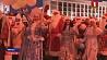 На площади Независимости сегодня стартует шествие Дедов Морозов и Снегурочек На плошчы Незалежнасці сёння стартуе шэсце Дзядоў Марозаў і Снягурак