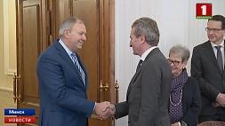Беларусь и ЕС рассчитывают в ближайший год выйти на рекордный уровень взаимной торговли Беларусь і ЕС разлічваюць за найбліжэйшы год выйсці на рэкордны ўзровень узаемнага гандлю Belarus and EU expect to reach record level of mutual trade in coming year