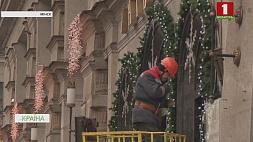Витрины магазинов засиять разноцветными огнями должны не позднее 1 декабря Вітрыны магазінаў заззяць рознакаляровымі агнямі павінны не пазней за 1 снежня