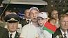 Десятки тысяч людей вышли вчера вечером на улицы Могилева Дзясяткі тысяч людзей выйшлі ўчора ўвечар на вуліцы Магілёва
