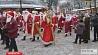 50 Дедов Морозов высадились на вокзале Могилева 50 Дзядоў Марозаў высадзіліся на вакзале Магілёва