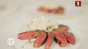 Медальоны с грибами, салат с кальмаром и красной икрой