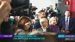 На избирательном участке Президент ответил на вопросы журналистов Прэзідэнт адказаў на пытанні журналістаў President answers journalists' questions