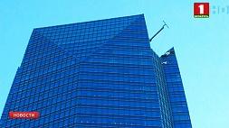 В США мойщики окон застряли на подъемнике в районе пятидесятого этажа У ЗША мыйшчыкі вокнаў захраснулі на пад'ёмніку ў раёне пяцідзясятага паверха