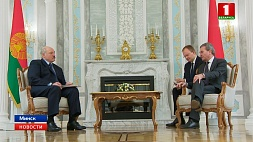 Президент: Беларусь и Евросоюз значительно продвинулись в развитии взаимоотношений Прэзідэнт: Беларусь і Еўрасаюз значна прасунуліся ў развіцці ўзаемаадносін  President: Belarus and  European Union made significant progress in development of mutual relations