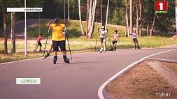 Юстина Ковальчик тренируется на лыжероллерной трассе в Городке Юсціна Кавальчык трэніруецца  на лыжаролернай трасе у Гарадку