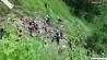 В Непале рейсовый автобус вылетел с горного шоссе и упал в ущелье У Непале рэйсавы аўтобус вылецеў з горнай шашы і ўпаў у цясніну
