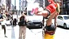 Улицы Буэнос-Айреса превратились в один большой подиум для танцоров на шесте Вуліцы Буэнас-Айрэса ператварыліся ў адзін вялікі подыум для танцораў на шасце