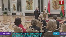 Президент  вручил госнаграды заслуженным людям Прэзідэнт  уручыў дзяржузнагароды заслужаным людзям President awards honored people of Belarus