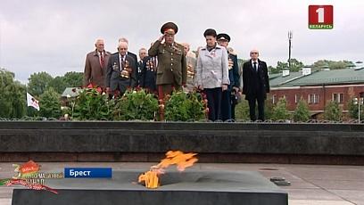 В Бресте День Независимости по традиции начался с акции памяти
