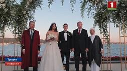 """Эрдоган стал гостем на свадьбе футболиста лондонского клуба """"Арсенал"""" Месута Озила"""