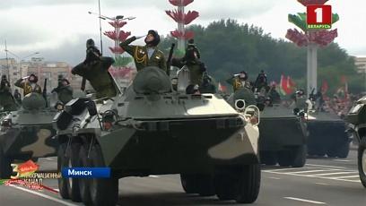 В параде принимали участие более 4 тысяч военнослужащих и 250 единиц боевой техники
